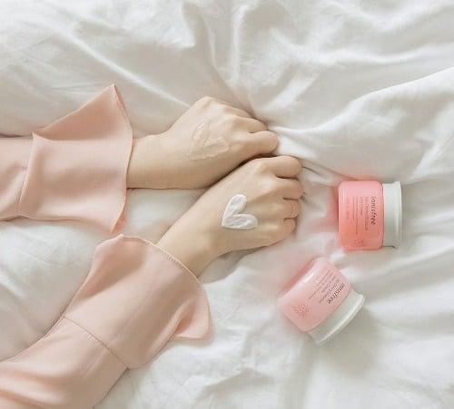4-1-Innisfree-Jeju-Chery-Blossom-Jelly-Cream_