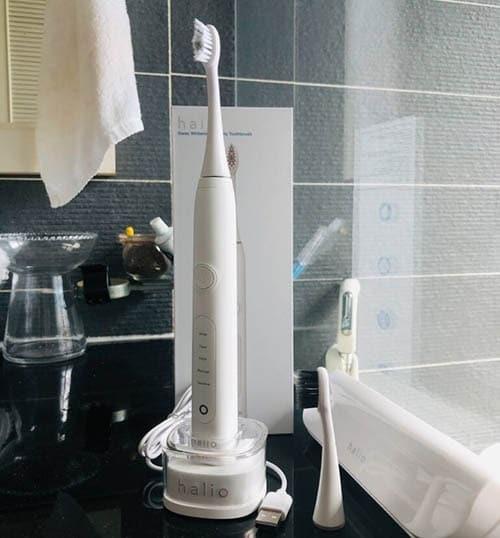 5-1-ban-chai-dien-Halio-Sonic-Whitening-Electric-Toothbrush-PRO-White